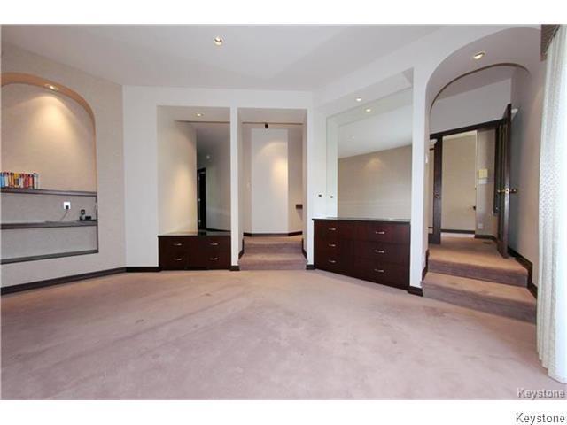 17 Swann Drive Winnipeg,Manitoba,4 Bedrooms Bedrooms,3.5 BathroomsBathrooms,House,Swann Drive,1174