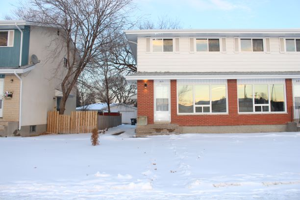 217 Dalhousie,Winnipeg,Manitoba,3 Bedrooms Bedrooms,1.5 BathroomsBathrooms,Duplex,Dalhousie,1182