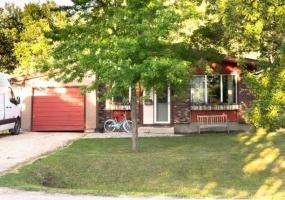 81 Stockdale,Winnipeg,Manitoba,3 Bedrooms Bedrooms,1 BathroomBathrooms,House,Stockdale,1233