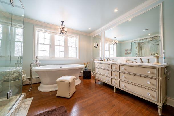 1001 Wellington Crescent,Winnipeg,Manitoba,6 Bedrooms Bedrooms,5.5 BathroomsBathrooms,House,Wellington Crescent,1242
