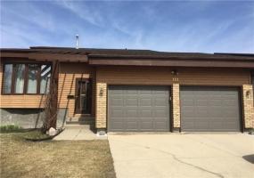 111 Meadow Ridge Drive,Winnipeg,Manitoba,4 Bedrooms Bedrooms,2 BathroomsBathrooms,House,Meadow Ridge Drive,1278