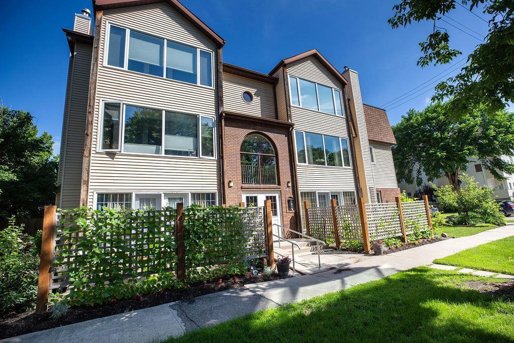 7-207 Masson St,Winnipeg,Manitoba,4 Bedrooms Bedrooms,2 BathroomsBathrooms,Condo,Masson St,1296
